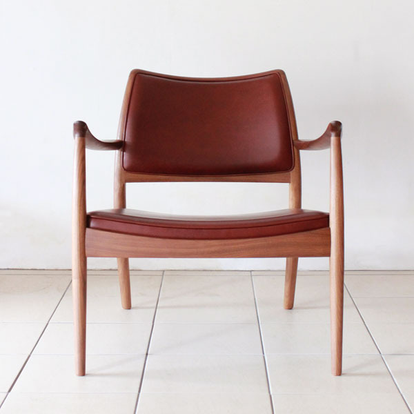 Caja-easy-chair-leather-02.jpg