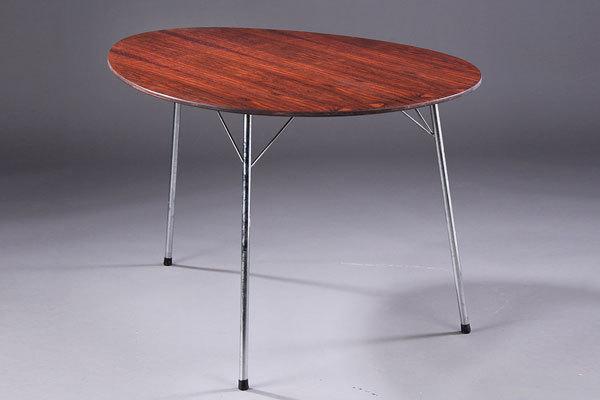 Arne-Jacobsen-Egg-table-02.jpg