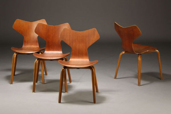 Arne-Jacobsen-Set-of-4-Grandprix-chairs-01.jpg