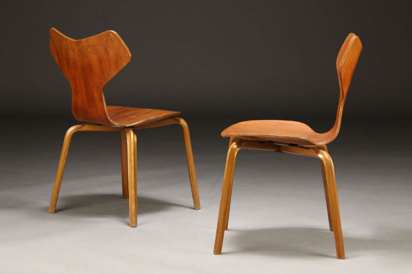 Arne-Jacobsen-Set-of-4-Grandprix-chairs-03.jpg