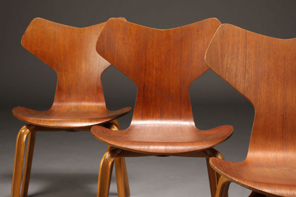 Arne-Jacobsen-Set-of-4-Grandprix-chairs-04.jpg