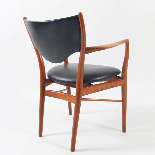 Finn-Juhl-Armchair-BO72-02.jpg