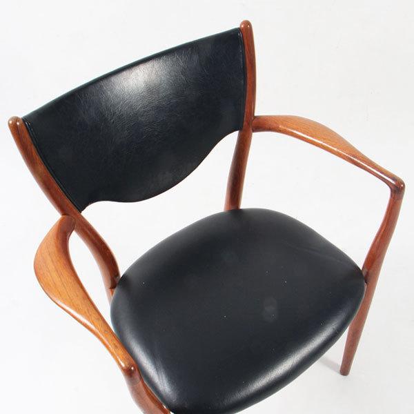 Finn-Juhl-Armchair-BO72-04.jpg