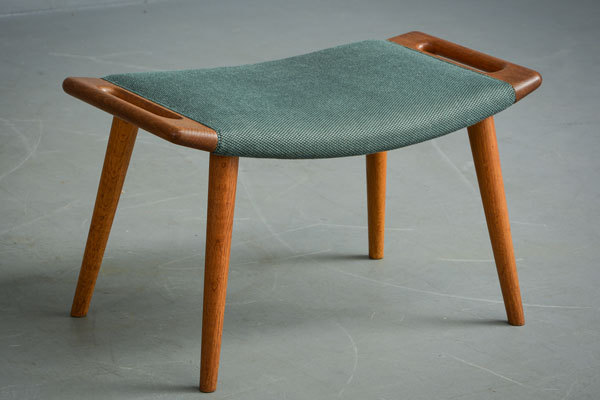 Wegner-Bear-chair-and-Ottoman-05.jpg