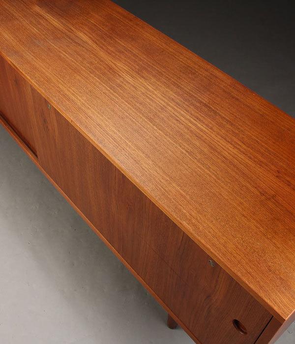 Wegner-Sideboard-RY26-Teak-05.jpg