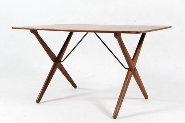 Wegner-Xleg-coffee-table-01.jpg