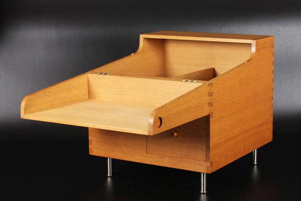 Wegner-bar-cabinet-AT-34-Oak-01.jpg