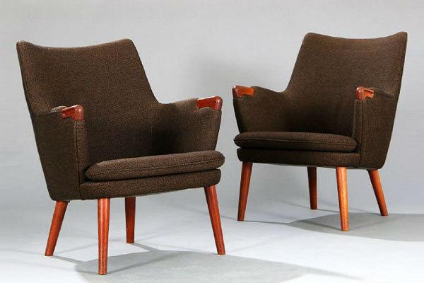 Wegner-pair-of-minibear-chairs-01.jpg
