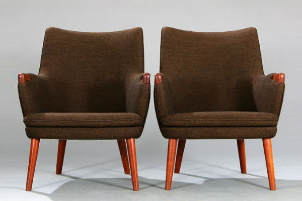 Wegner-pair-of-minibear-chairs-02.jpg