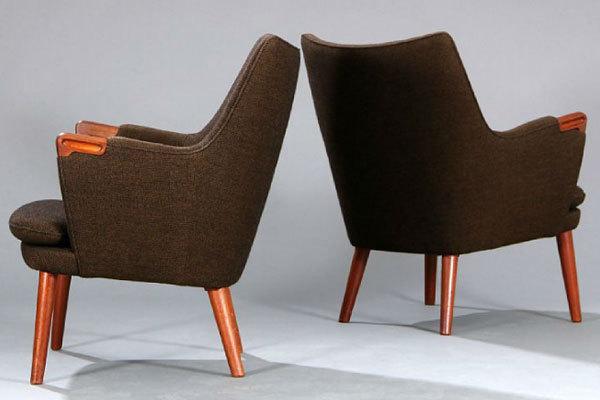 Wegner-pair-of-minibear-chairs-03.jpg