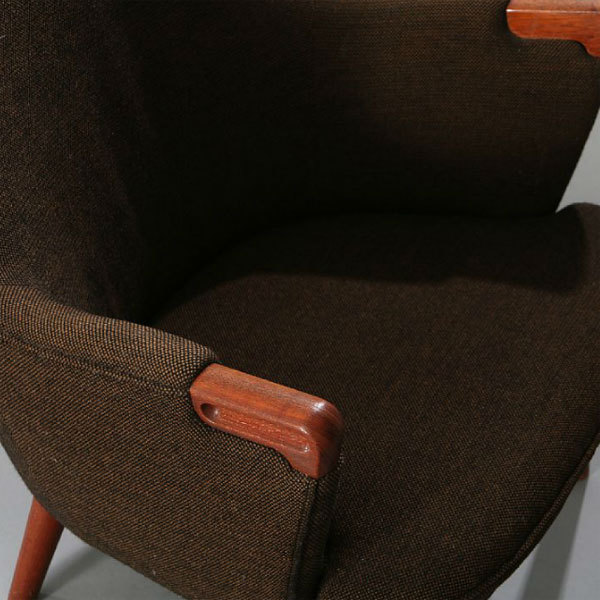 Wegner-pair-of-minibear-chairs-04.jpg