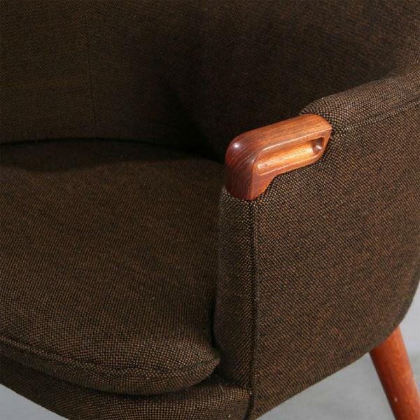 Wegner-pair-of-minibear-chairs-05.jpg