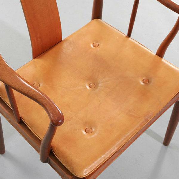 Wgner-China-chair-Mahogany-04.jpg