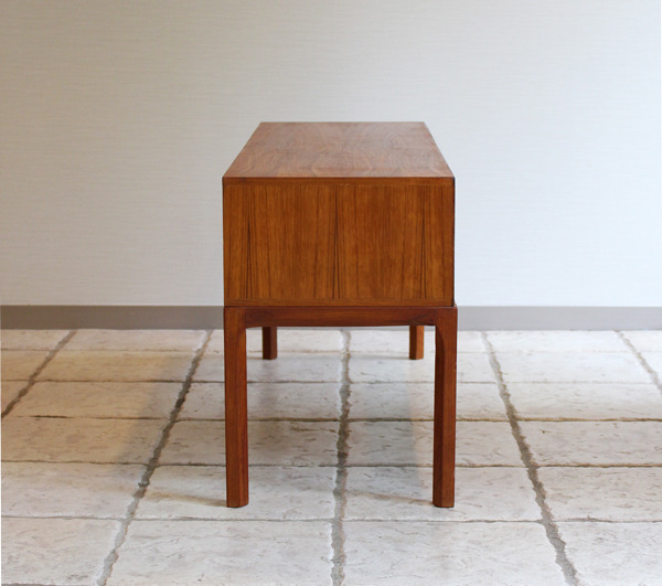 Aksel Kjaersgaard  Small Chest  Teak (13).jpg