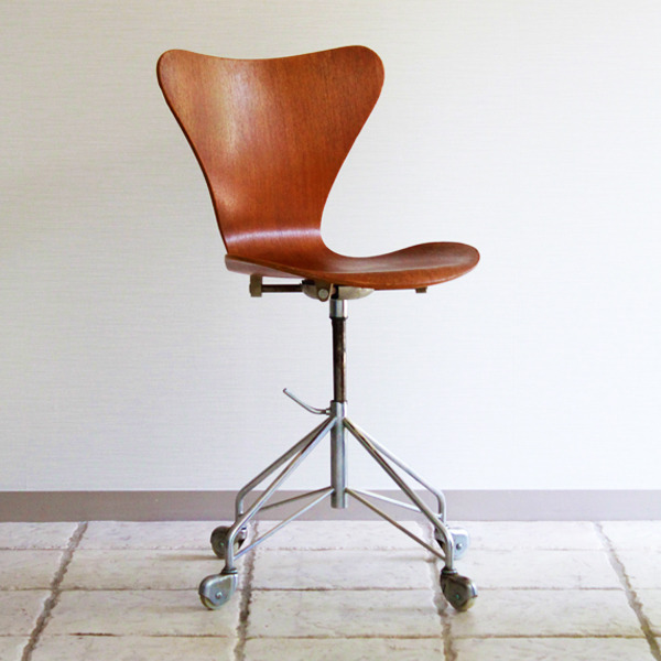 Arne-Jacobsen--seven-chair-model-3117.-swivel-legs--Fritz-Hansen-06.jpg