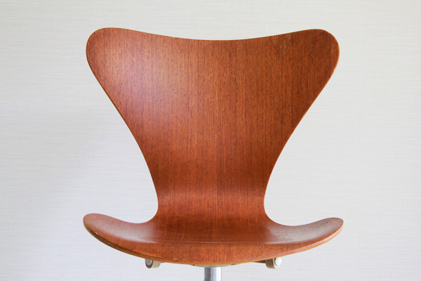 Arne-Jacobsen--seven-chair-model-3117.-swivel-legs--Fritz-Hansen-08.jpg