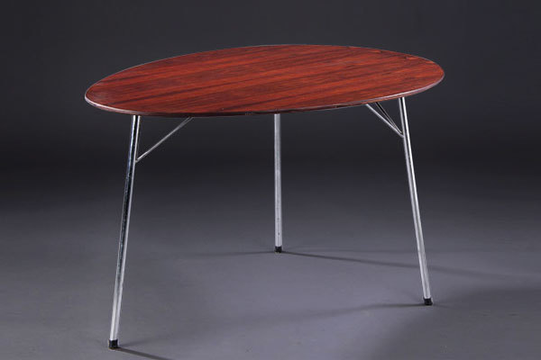 Arne-Jacobsen-Egg-table-01.jpg
