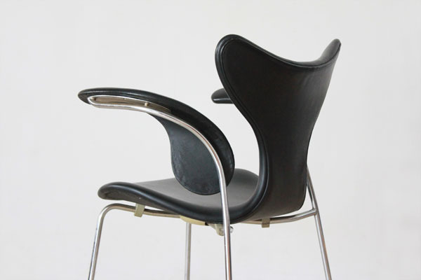Arne-Jacobsen-Eight-chair-06.jpg