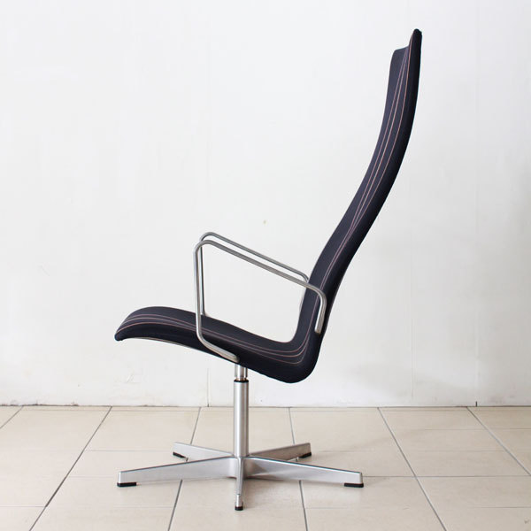 Arne-Jacobsen-Oxford-chair-03.jpg