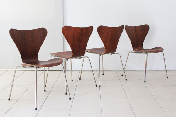 Arne-Jacobsen-Set-of-4-seven-chair-Rosewood-01.jpg