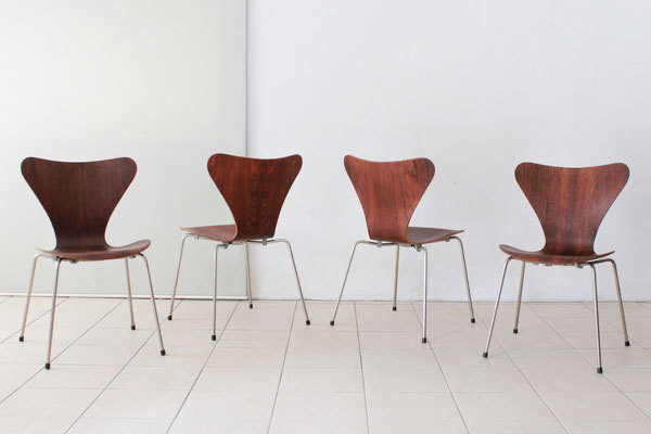 Arne-Jacobsen-Set-of-4-seven-chair-Rosewood-02.jpg