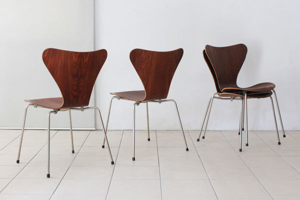 Arne-Jacobsen-Set-of-4-seven-chair-Rosewood-03.jpg