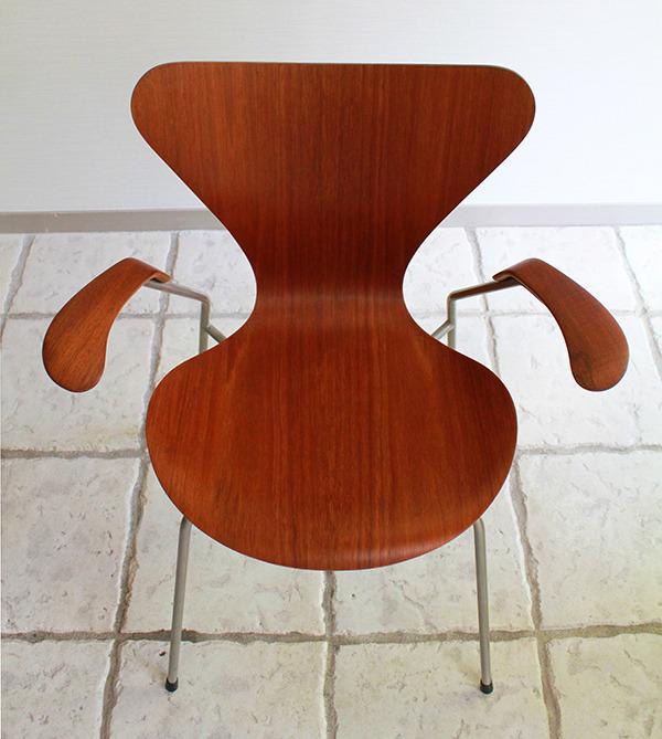 Arne-Jacobsen-Seven-armchairs-06.jpg