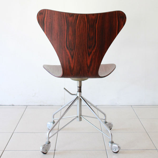 Arne-Jacobsen-Seven-chair-Rosewood-05.jpg