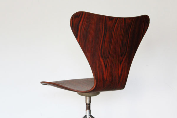 Arne-Jacobsen-Seven-chair-Rosewood-06.jpg