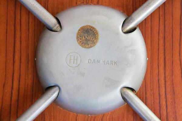 Arne-Jacobsen-Seven-chairs.-teak-Fritz-Hansen-03.jpg