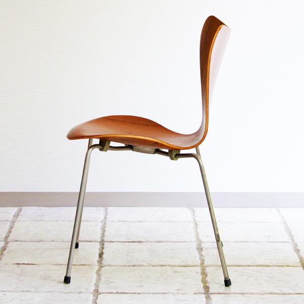Arne-Jacobsen-Seven-chairs.-teak-Fritz-Hansen-06.jpg