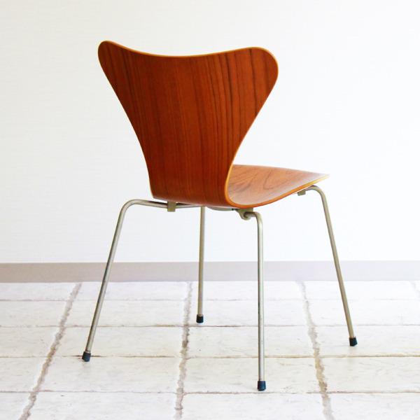 Arne-Jacobsen-Seven-chairs.-teak-Fritz-Hansen-07.jpg