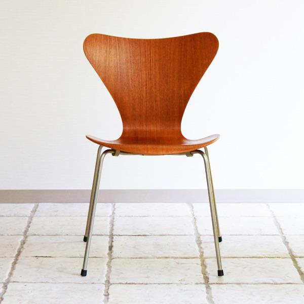 Arne-Jacobsen-Seven-chairs.-teak-Fritz-Hansen-10.jpg