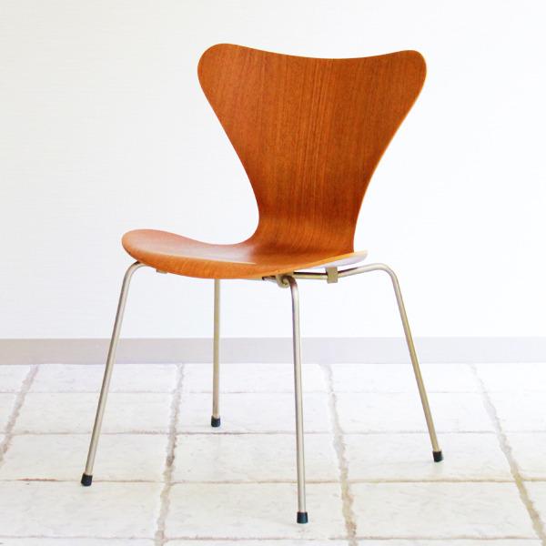 Arne-Jacobsen-Seven-chairs.-teak-Fritz-Hansen-11.jpg