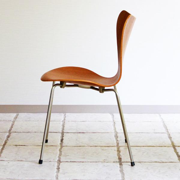 Arne-Jacobsen-Seven-chairs.-teak-Fritz-Hansen-12.jpg
