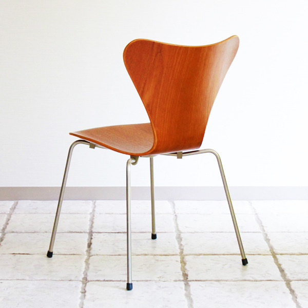 Arne-Jacobsen-Seven-chairs.-teak-Fritz-Hansen-13.jpg
