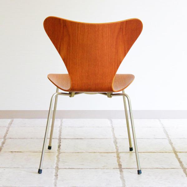 Arne-Jacobsen-Seven-chairs.-teak-Fritz-Hansen-14.jpg