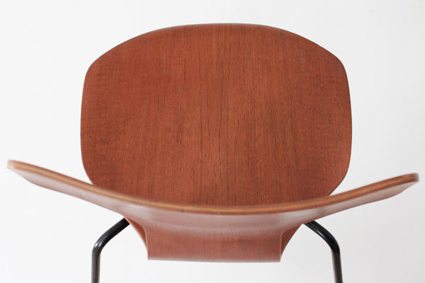 Arne-Jacobsen-T-chair-07.jpg