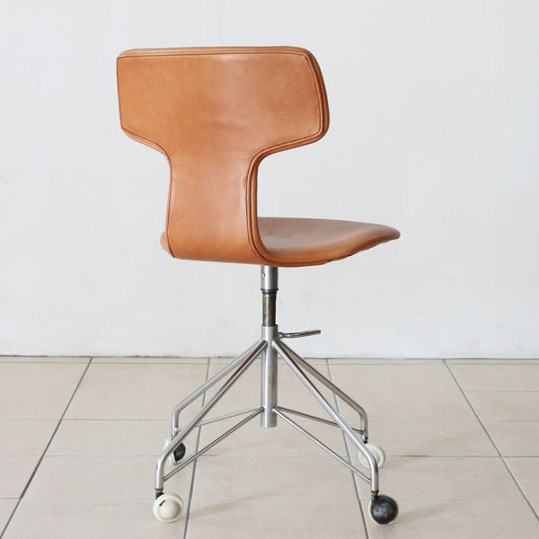 Arne-Jacobsen-T-chair-swivel-05.jpg