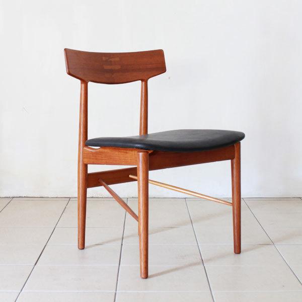 Arne-Vodder-Dining-Chairs-04.jpg