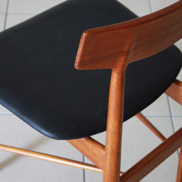 Arne-Vodder-Dining-Chairs-06.jpg