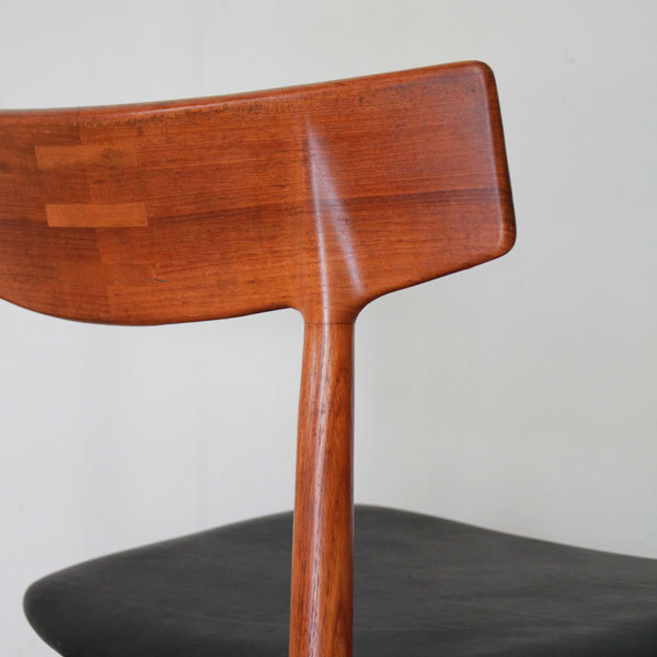 Arne-Vodder-Dining-Chairs-07.jpg