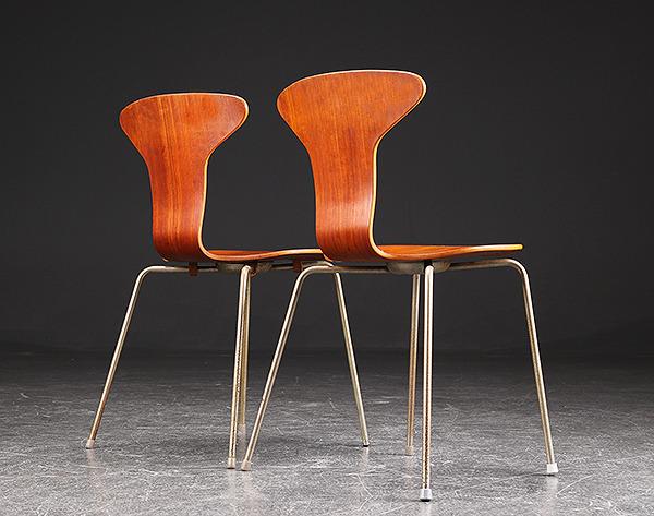 Arne Jacobsen. Par Stole, 'Myggen' model 3105 af teaktræ-01.jpg