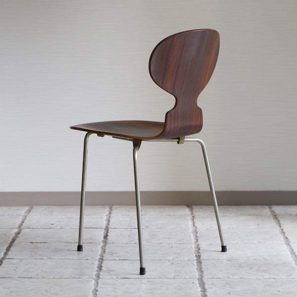 Arne Jacobsen  Ant chair  Fritz Hansen (18).jpg