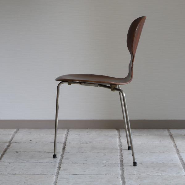 Arne Jacobsen  Ant chair  Fritz Hansen (9).jpg