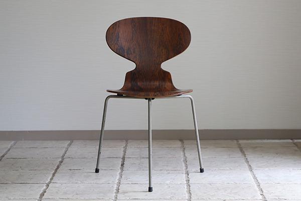 Arne Jacobsen  Ant chairs  Fritz Hansen (1).jpg