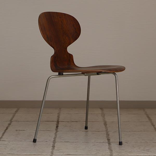 Arne Jacobsen  Ant chairs  Fritz Hansen (5).jpg