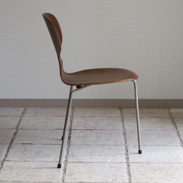 Arne Jacobsen  Ant chairs  Fritz Hansen (6).jpg