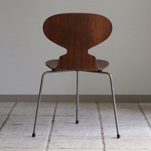 Arne Jacobsen  Ant chairs  Fritz Hansen (7).jpg
