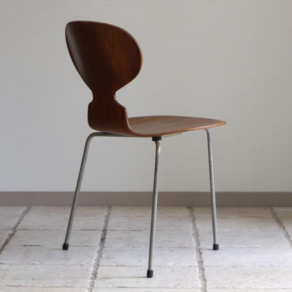 Arne Jacobsen  Ant chairs  Fritz Hansen (8).jpg